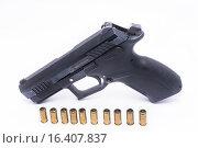 Купить «Травматический пистолет с патронами», фото № 16407837, снято 14 декабря 2015 г. (c) Всеволод / Фотобанк Лори