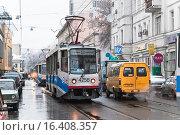 Купить «Трамвай № 50 на Бауманской улице», эксклюзивное фото № 16408357, снято 17 ноября 2009 г. (c) Алёшина Оксана / Фотобанк Лори