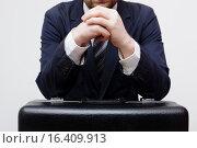 Бизнесмен готовится дать большую взятку. Стоковое фото, фотограф Виктор Колдунов / Фотобанк Лори