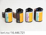 Купить «Профессиональные цветные фотоплёнки Kodak T Max 100 и 400», фото № 16446721, снято 18 декабря 2015 г. (c) Андрей Забродин / Фотобанк Лори