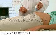 Купить «Doctor performing an ultrasound», видеоролик № 17022081, снято 9 апреля 2020 г. (c) Wavebreak Media / Фотобанк Лори