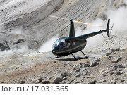 Купить «Вертолет Robinson R44 Raven в кратере вулкана на фоне фумарол», фото № 17031365, снято 4 июля 2014 г. (c) А. А. Пирагис / Фотобанк Лори