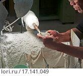 Купить «Обработка нефрита на станке Китай Пекин», фото № 17141049, снято 10 сентября 2010 г. (c) Андрей Пашков / Фотобанк Лори