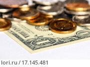 Купить «Купюра один доллар и монеты», эксклюзивное фото № 17145481, снято 22 декабря 2015 г. (c) Юрий Морозов / Фотобанк Лори