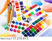 Купить «Новые акварельные краски с кисточками», фото № 17210813, снято 4 декабря 2015 г. (c) Алёшина Оксана / Фотобанк Лори