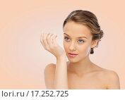 Купить «woman smelling perfume from wrist of her hand», фото № 17252725, снято 31 октября 2015 г. (c) Syda Productions / Фотобанк Лори