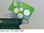 Банковские пластиковые карты сбербанка (2015 год). Редакционное фото, фотограф Irina Ugorova / Фотобанк Лори
