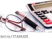 Tax calculator pen and glasses. Стоковое фото, фотограф Elena Elisseeva / easy Fotostock / Фотобанк Лори