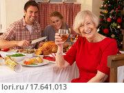 Family having Christmas dinner. Стоковое фото, фотограф Stockbroker / easy Fotostock / Фотобанк Лори