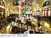 Купить «Красиво украшеный ГУМ к Новому 2016 Году в Москве», эксклюзивное фото № 17753385, снято 27 декабря 2015 г. (c) lana1501 / Фотобанк Лори