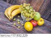 Купить «Ассорти из фруктов», фото № 17932229, снято 25 сентября 2015 г. (c) Алёшина Оксана / Фотобанк Лори