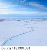Купить «Трасса газопровода в Западной Сибири зимой, вид сверху», фото № 18000381, снято 25 декабря 2015 г. (c) Владимир Мельников / Фотобанк Лори