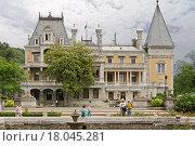 Купить «Массандровский дворец. Крым», фото № 18045281, снято 9 июня 2015 г. (c) Наталья Гармашева / Фотобанк Лори
