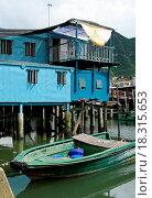 Купить «Tai O fishing village with stilt house and old boat», фото № 18315653, снято 22 мая 2019 г. (c) easy Fotostock / Фотобанк Лори