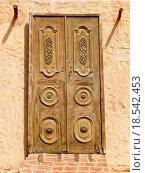 Купить «Oriental wooden doors», фото № 18542453, снято 20 февраля 2019 г. (c) easy Fotostock / Фотобанк Лори