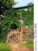 Купить «wicket of the rural building», фото № 18554489, снято 21 августа 2019 г. (c) easy Fotostock / Фотобанк Лори