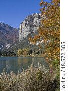 Купить «autumn on lake toblino», фото № 18572305, снято 22 апреля 2019 г. (c) PantherMedia / Фотобанк Лори