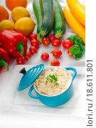 Купить «mac and cheese on a blue little clay pot», фото № 18611801, снято 22 марта 2019 г. (c) easy Fotostock / Фотобанк Лори