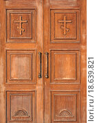 Купить «church entrance _ brown wooden doors», фото № 18639821, снято 25 апреля 2018 г. (c) easy Fotostock / Фотобанк Лори