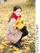 Красивая женщина в осеннем парке. Стоковое фото, фотограф Оксана Лозинская / Фотобанк Лори