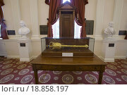 Original Speakers Chair from House of Burgesses in the old hall of the House of Delegates, the room where the Bill of Rights was ratified, Virginia State Capitol, Richmond, Virginia. Стоковое фото, фотограф Joseph Sohm / easy Fotostock / Фотобанк Лори