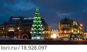 Новогодняя елка на Лубянской площади. Москва (2016 год). Редакционное фото, фотограф E. O. / Фотобанк Лори