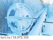 Купить «Заснеженный газопровод», фото № 18975105, снято 5 января 2016 г. (c) Икан Леонид / Фотобанк Лори