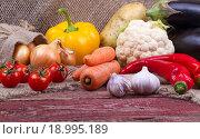 Сырые овощи на деревянном столе. Стоковое фото, фотограф Татьяна Зарубо / Фотобанк Лори