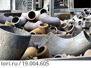 Купить «Трубы и отводы стальные на складе», фото № 19004605, снято 8 февраля 2014 г. (c) Сергеев Валерий / Фотобанк Лори