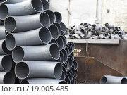 Купить «Трубы и отводы стальные на складе», фото № 19005485, снято 8 февраля 2014 г. (c) Сергеев Валерий / Фотобанк Лори