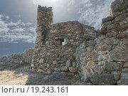Купить «Средневековая крепость Фуна, расположенная на скальном холме у подножия горы Южная Демерджи. Крым.», фото № 19243161, снято 22 сентября 2015 г. (c) Наталья Гармашева / Фотобанк Лори