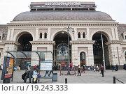 Купить «Павелецкий вокзал», эксклюзивное фото № 19243333, снято 18 апреля 2012 г. (c) Алёшина Оксана / Фотобанк Лори