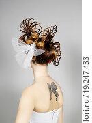 Купить «Девушка с красивой прической и татуировкой спиной», фото № 19247433, снято 15 ноября 2015 г. (c) Козырин Илья / Фотобанк Лори