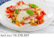 Купить «Chicken breast baked with cheese, bacon and tomatoes.», фото № 19378997, снято 15 октября 2015 г. (c) Tatjana Baibakova / Фотобанк Лори