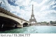 Купить «Вид на реку Сена и Эйфелеву башню в Париже, Франция», фото № 19384777, снято 24 мая 2015 г. (c) Iakov Kalinin / Фотобанк Лори