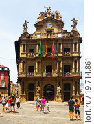 View of city hall in Pamplona, Navarre (2015 год). Редакционное фото, фотограф Яков Филимонов / Фотобанк Лори