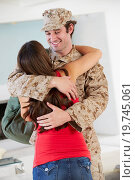 Купить «Wife Greeting Military Husband Home On Leave», фото № 19745061, снято 23 октября 2012 г. (c) easy Fotostock / Фотобанк Лори