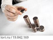 Купить «Монета 5 рублей в руке. Стопки монет крупным планом», фото № 19842169, снято 9 января 2016 г. (c) Александр Калугин / Фотобанк Лори