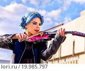 Купить «Music street performers with girl violinist», фото № 19985797, снято 8 октября 2015 г. (c) Gennadiy Poznyakov / Фотобанк Лори