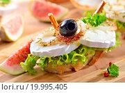 Купить «Goat cheese on baguette», фото № 19995405, снято 26 апреля 2019 г. (c) easy Fotostock / Фотобанк Лори