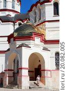 Ново-Афонский Симоно-Кананитский монастырь, Абхазия, вход в храм. Редакционное фото, фотограф Ольга Коретникова / Фотобанк Лори