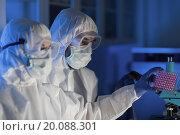 Купить «close up of scientists making test in chemical lab», фото № 20088301, снято 4 декабря 2014 г. (c) Syda Productions / Фотобанк Лори