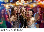 happy young women with sparklers at night club. Стоковое фото, фотограф Syda Productions / Фотобанк Лори