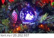 Ёлочные игрушки с внутренней подсветкой. Стоковое фото, фотограф Анатолий Платонов / Фотобанк Лори