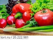 Овощи и зелень на деревянной доске. Стоковое фото, фотограф Sergey Borisov / Фотобанк Лори