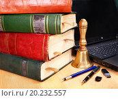Купить «Books and laptop. School supplies. Back to school.», фото № 20232557, снято 15 июля 2011 г. (c) easy Fotostock / Фотобанк Лори