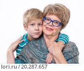 Купить «Внук с бабушкой, портрет на белом фоне», фото № 20287657, снято 13 декабря 2015 г. (c) Кекяляйнен Андрей / Фотобанк Лори