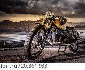 Мотоцикл на фоне гор и облачного неба. Стоковое фото, фотограф Alika Obrazovskaya / Фотобанк Лори