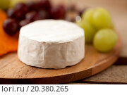 Купить «Feta cheese and grapes on a wooden board», фото № 20380265, снято 16 января 2012 г. (c) easy Fotostock / Фотобанк Лори