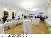 Купить «RUSSIA, MOSCOW - 18 MAY, 2015: Many people are standing into light hall with buffet tables at conference USRF in MSTU of N.E. Bauman.», фото № 20393013, снято 18 мая 2015 г. (c) Losevsky Pavel / Фотобанк Лори